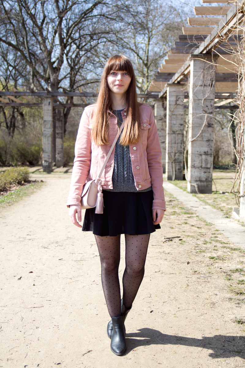 dotted tights, light pink, denim jacket, skirt, how to style, wear, blogger