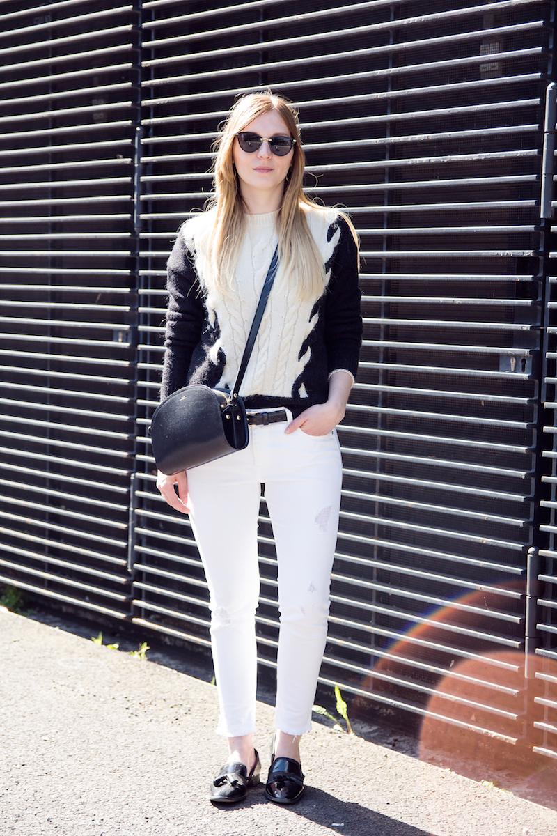 Outfit, schwarz-weißer Strick, weiße Jeans, Lackschuhe, patent leather slipper, chain Stich knit, monochrome