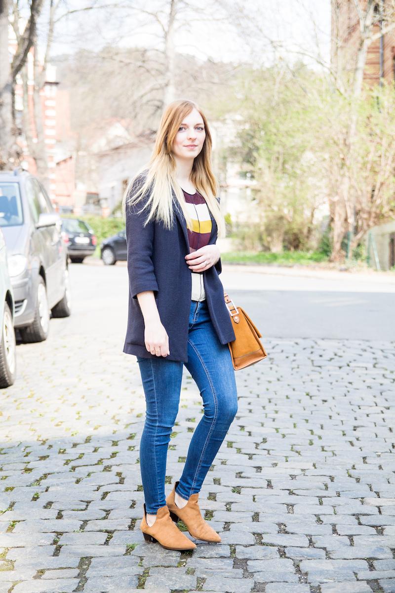 Outfit Jeans, bunt gestreiftes Oberteil, cut out boots, blue jeans, colored stripes, Modeblogger, Fashionblogger