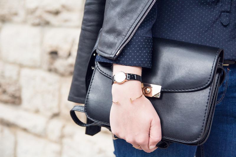 detail, Outfit, Armband von Madeleine Issing, schwarze Tasche von Mango mit goldenem Verschluss