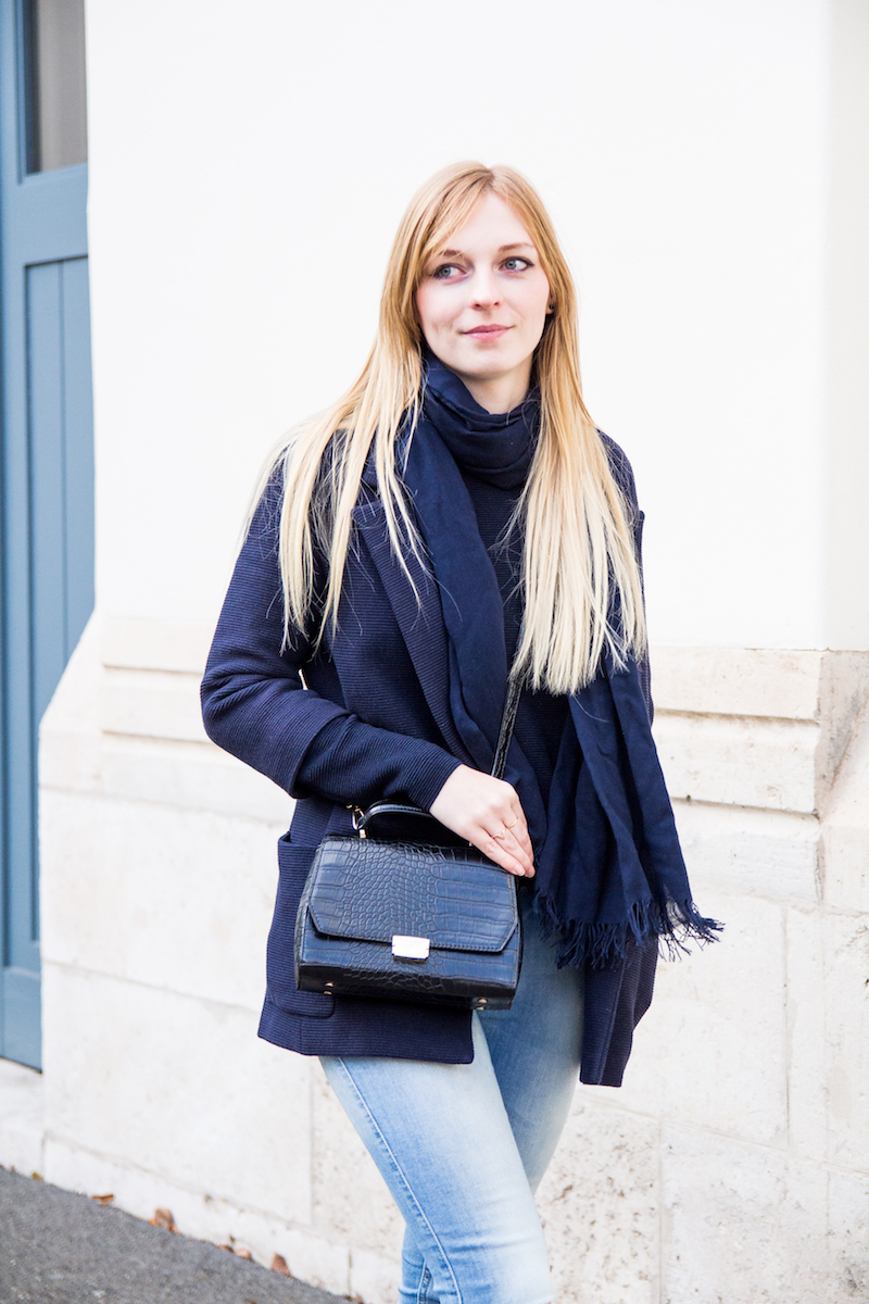 Outfit mit Lackstiefeletten und gerissener Jeans, patent leather Boots, ripped Jeans, streetstyle