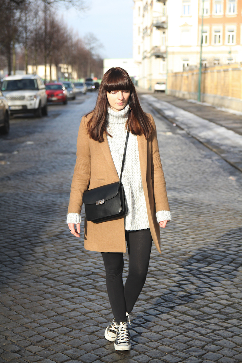 Outfit camel coat and oversized knit turtleneck