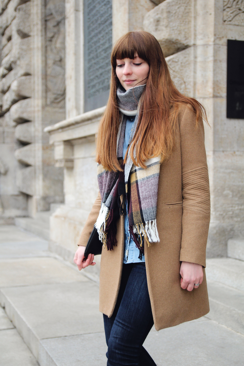 denim on denim, plaid scarf, how to style, jeans on jeans, denim shirt, dark jeans, camel coat, outfit, look