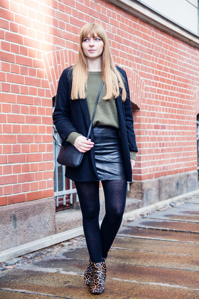 Fashionblogger, Modeblogger, Outfit, Look, Lederrock, wie trage ich, khaki sweater, leather skirt, Leopard Boots, how to wear