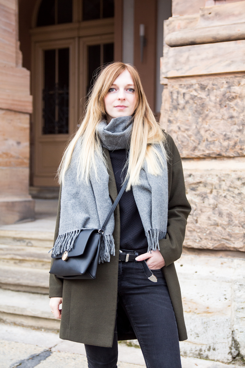 Outfit, khaki coat, leopard pattern, canada scarf