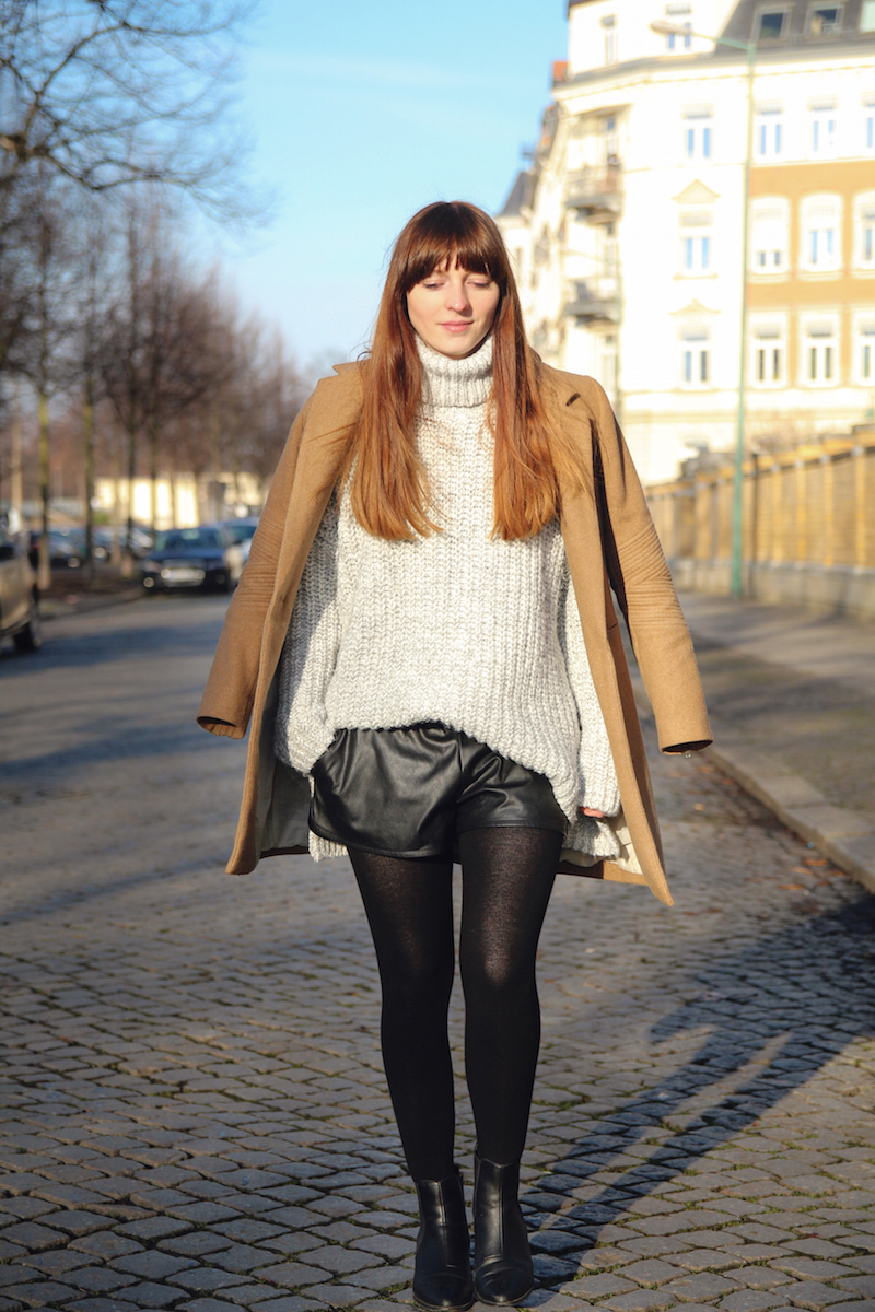 turtleneck, zara, leather shorts, camel coat, how to style, winter, blogger, blogger style, outfit