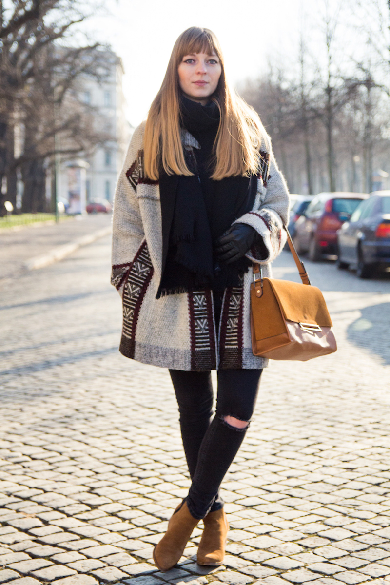 Outfit mit zerissener jeans, oversized Strickcardigan, Zara, brown city bag, aztec pattern, oversized knit cardigan, fashionblogger, winter, look, what to wear