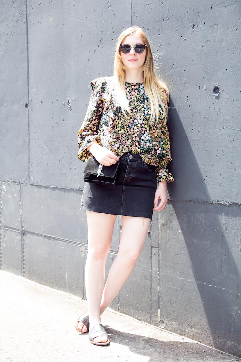 Jeansrock, Oberteil mit Blumenmuster, Volant, flower printed, frills, flats, denim skirt, summer outfit
