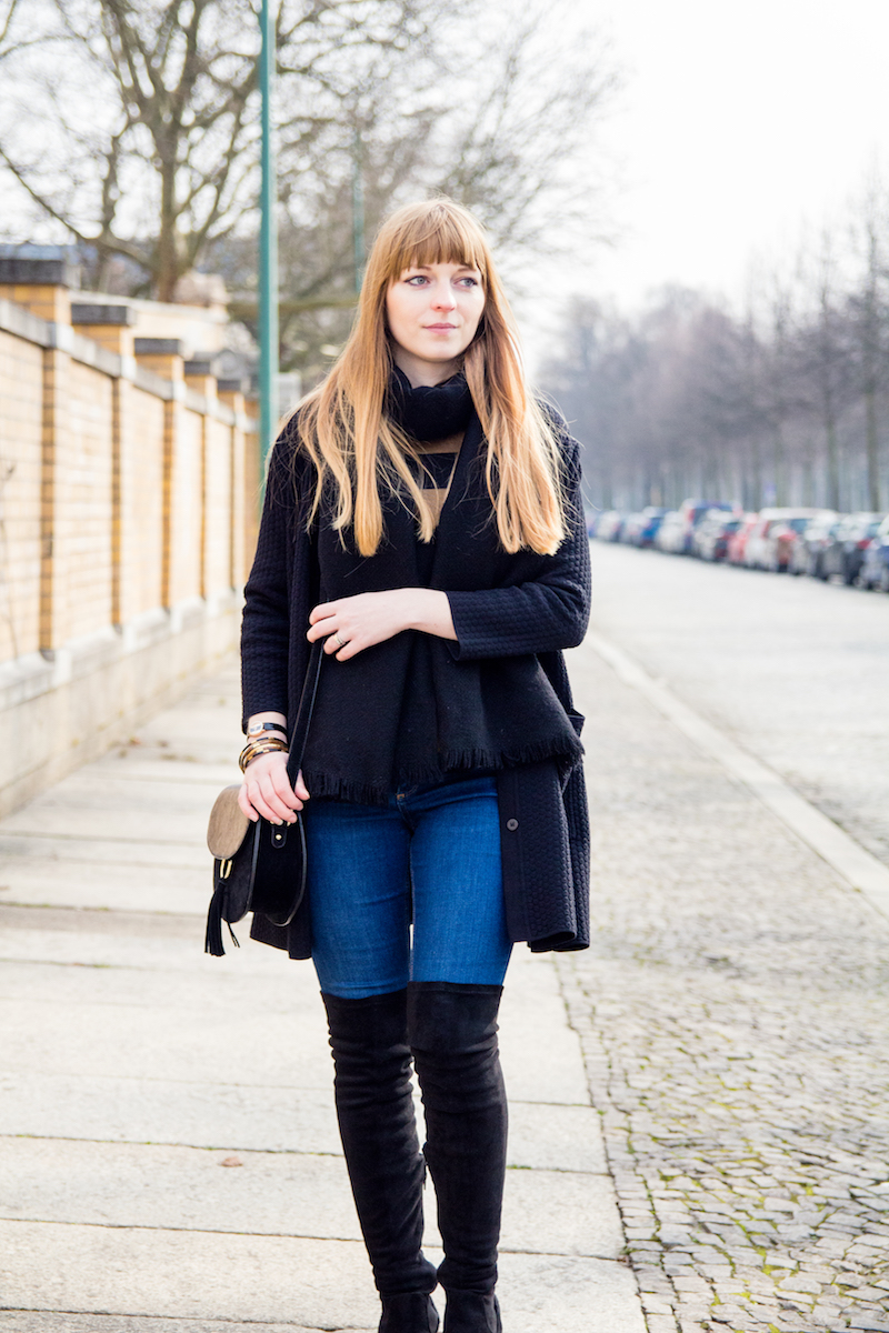 Outfit mit Jeans, Overknee Stiefeln und Cardigan, casual look, how to wear, over the knee