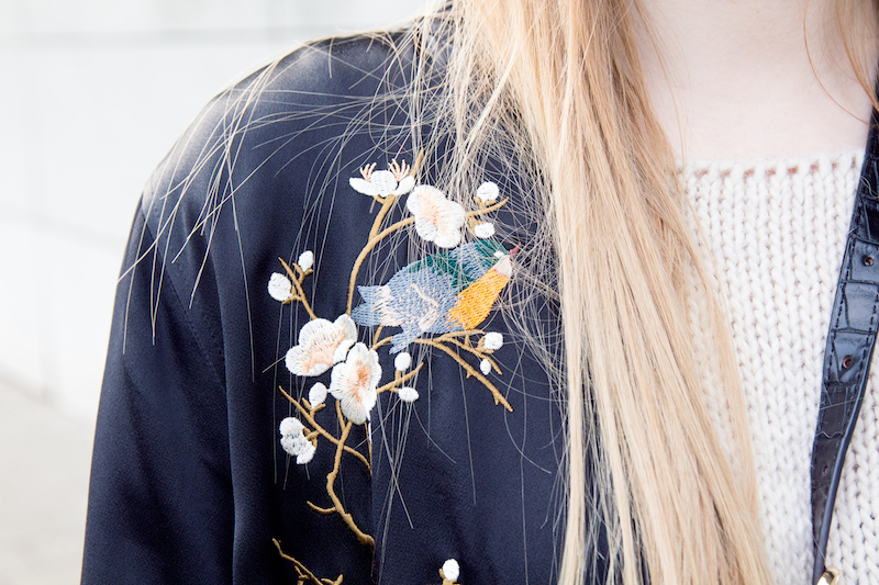 Detail, black bomber jacket, Zara, floral, Blumen, stickerei,