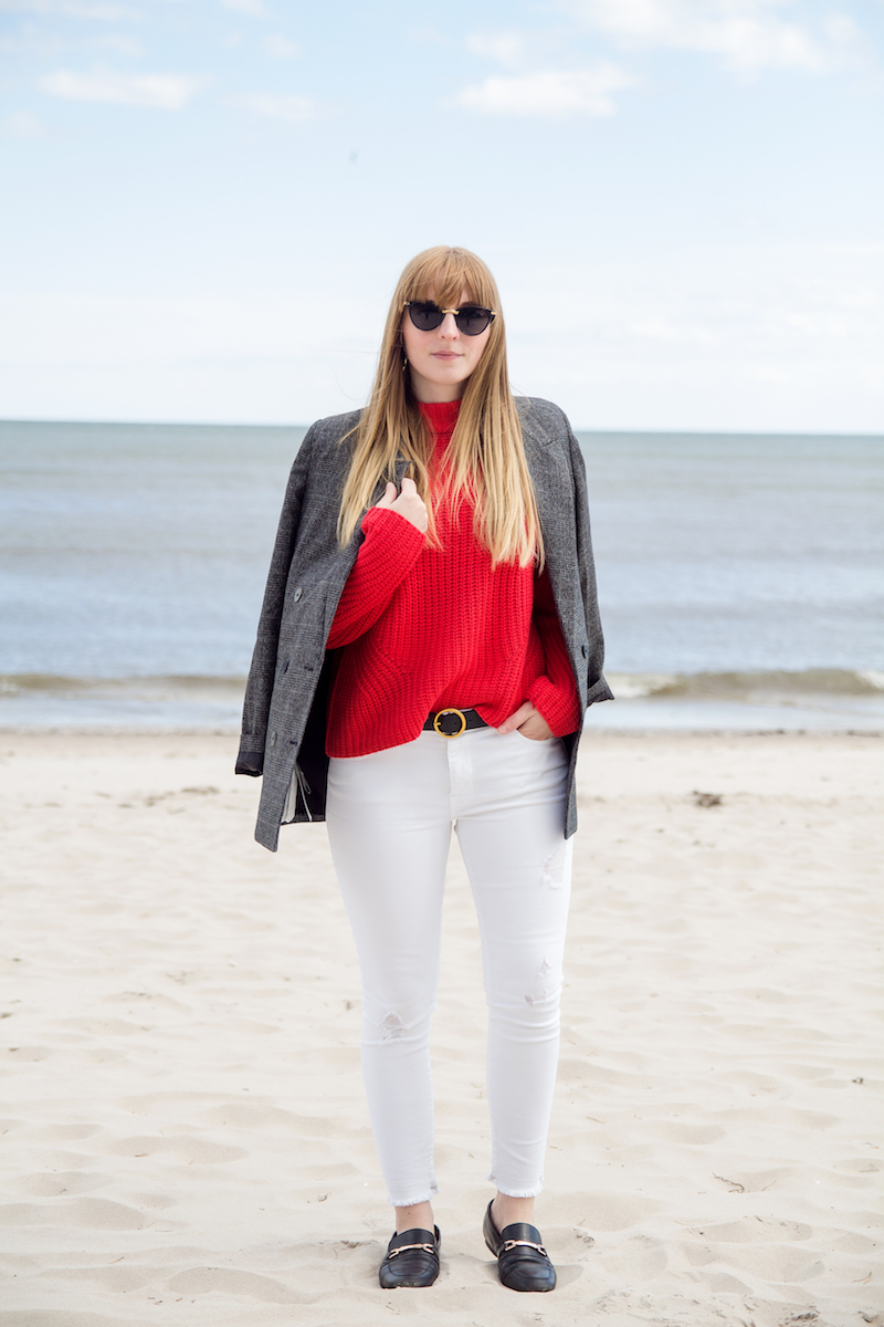 Outfit, roter Strickpullover, weiße Jeans, red knit, white denim, Look, Inspiration, Blogger, wie trage ich