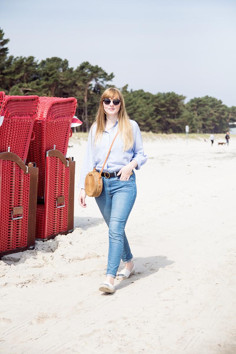 Outfit Jeans auf Jeans, Jeansjacke, runde Strohtasche, round straw bag, denim on denim, wie trage ich, kombinieren