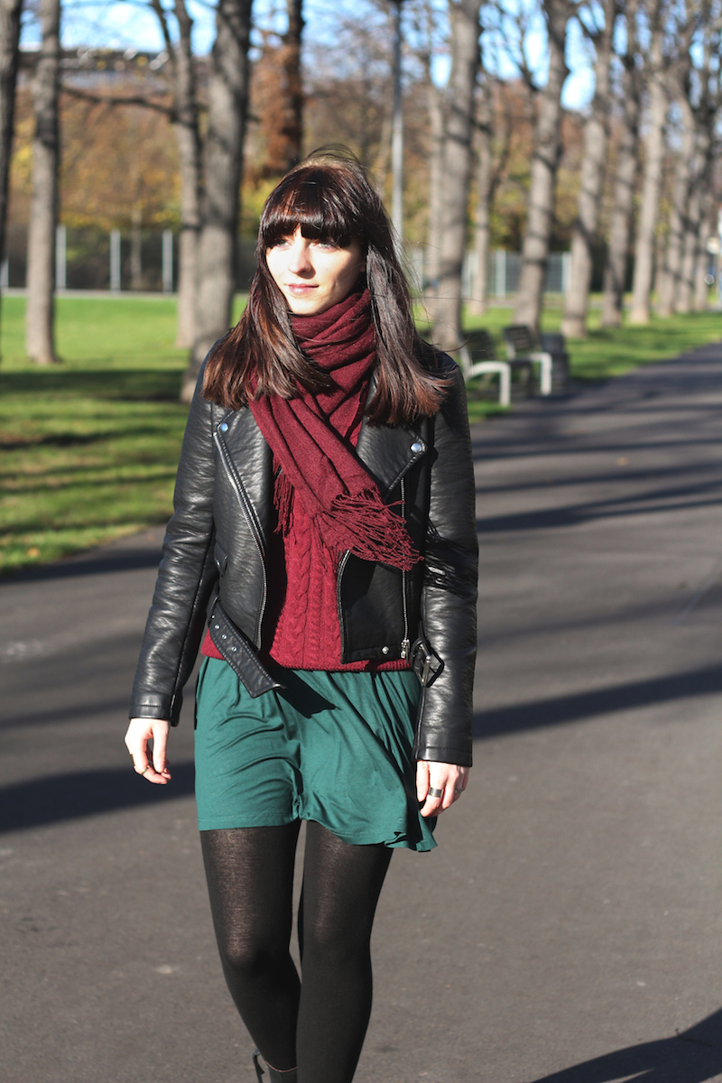 Outfit burgundy and green