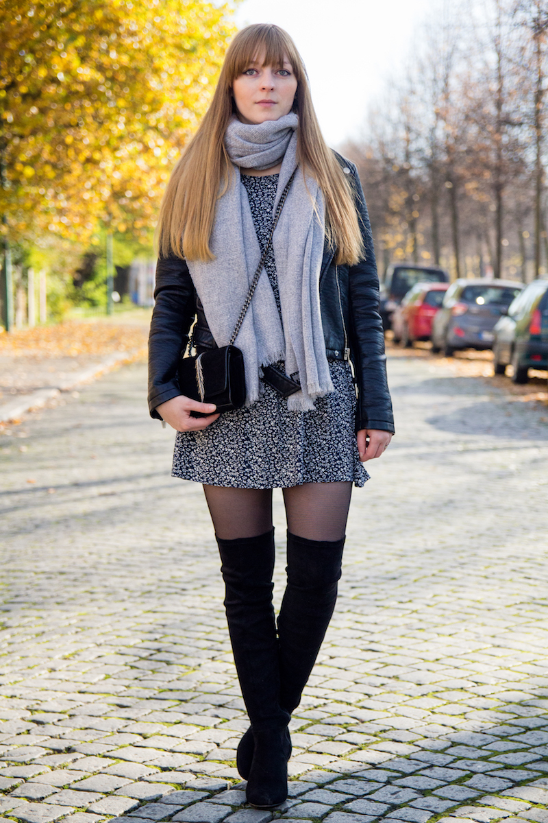 Outfit mit Overknees, Lederjacke und Kleid, how to wear overknees with leather jacket, small girl