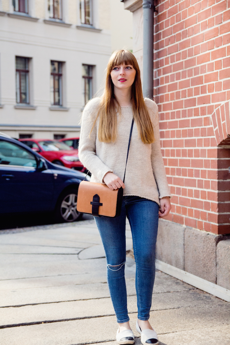 ripped jeans, look, style, knitwear, cozy knit, blogger, how to style