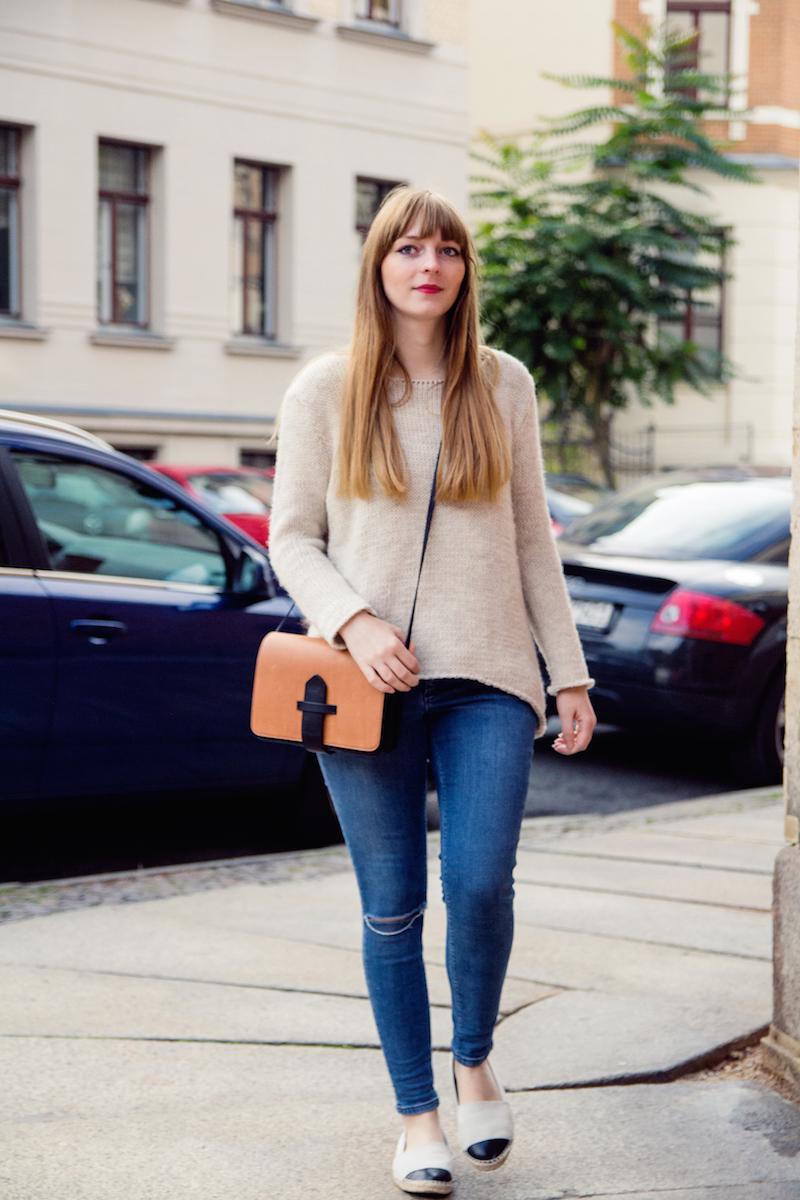 ripped jeans, knitwear, sweater, cozy, autumn look