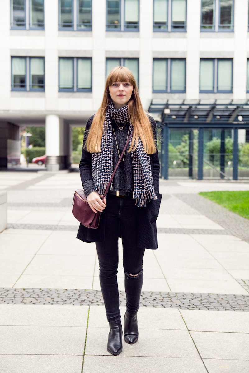 ripped jeans, burgundy bag, autumn look