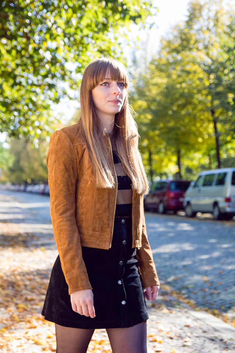 outfit, look, suede button front skirt, button down skirt, chelsea boots, Wildlederrock, Wildlederjacke