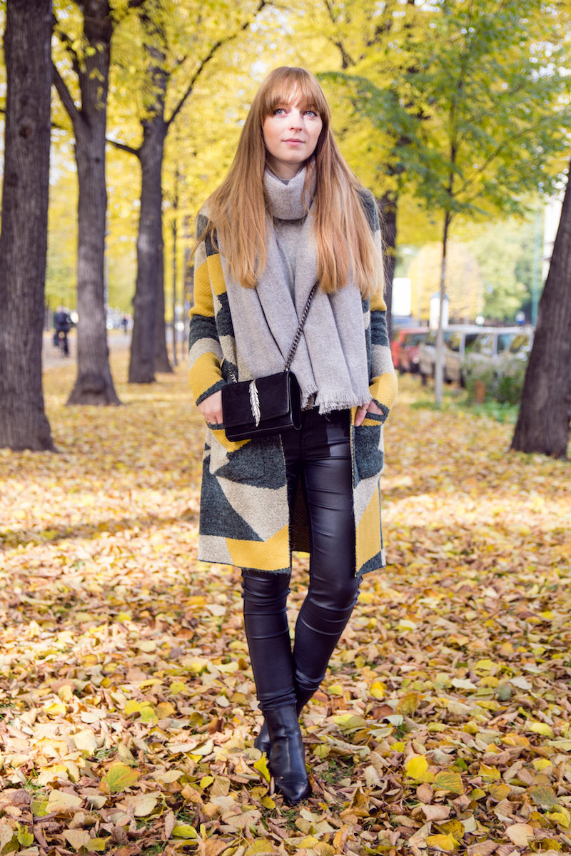 autumn look, leather pants, how to style, pattern, cardigan