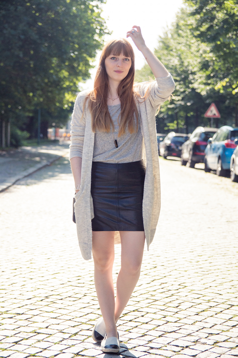 grey cardigan, new look, bloggerstyle, leather skirt, casual style