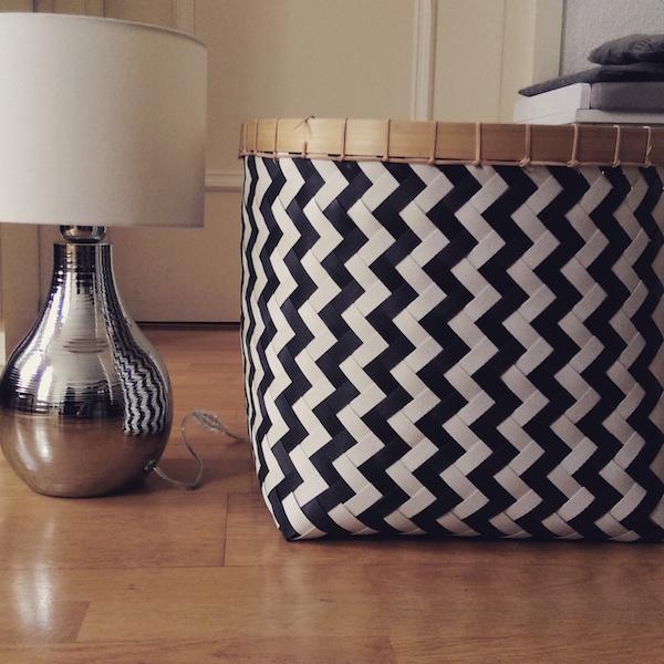 Tischlampe, schwarz weiße Box