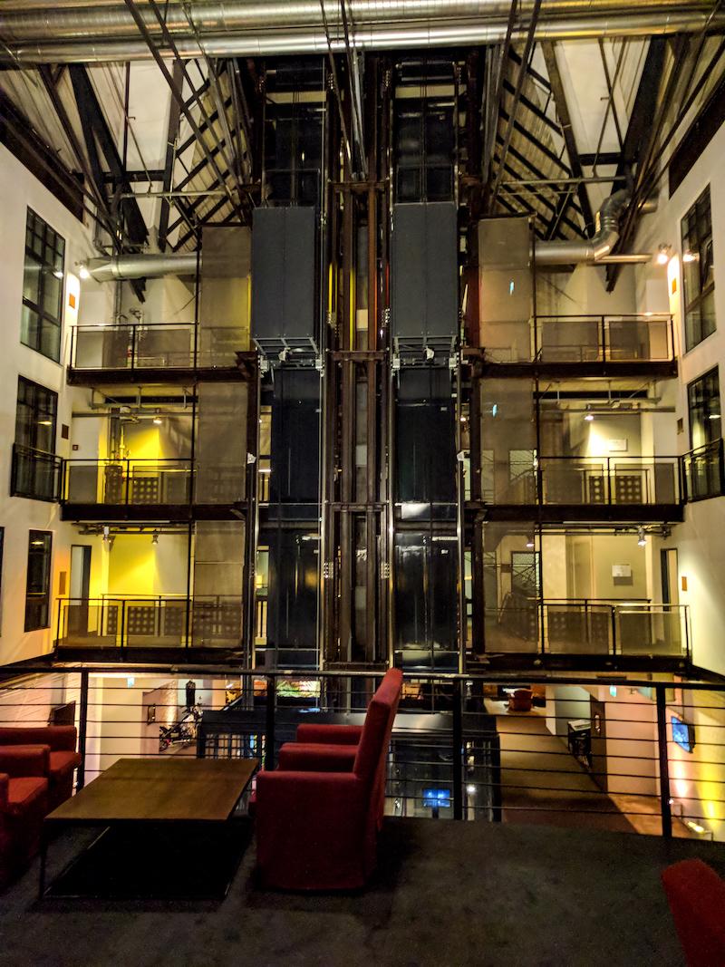 Gastwerk Hamburg, Stahl, Aufzug