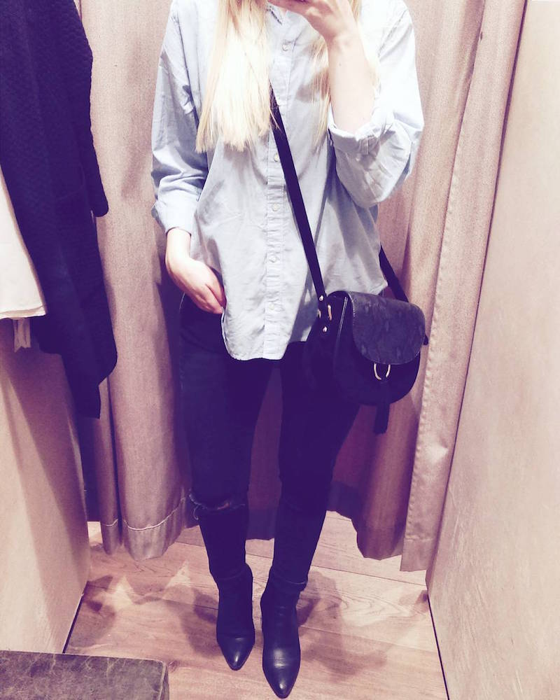 Outfit, hellblaue Bluse, ripped jeans, chelsea boots